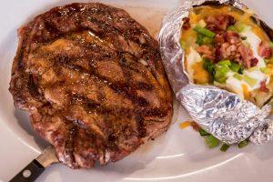 steak-and-baked-potatoe-close-up